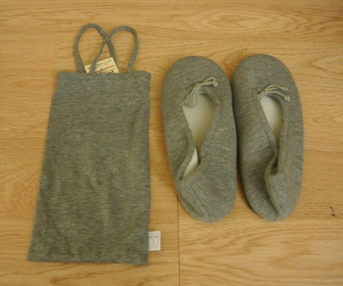 slim travel slippers w/ carrying case